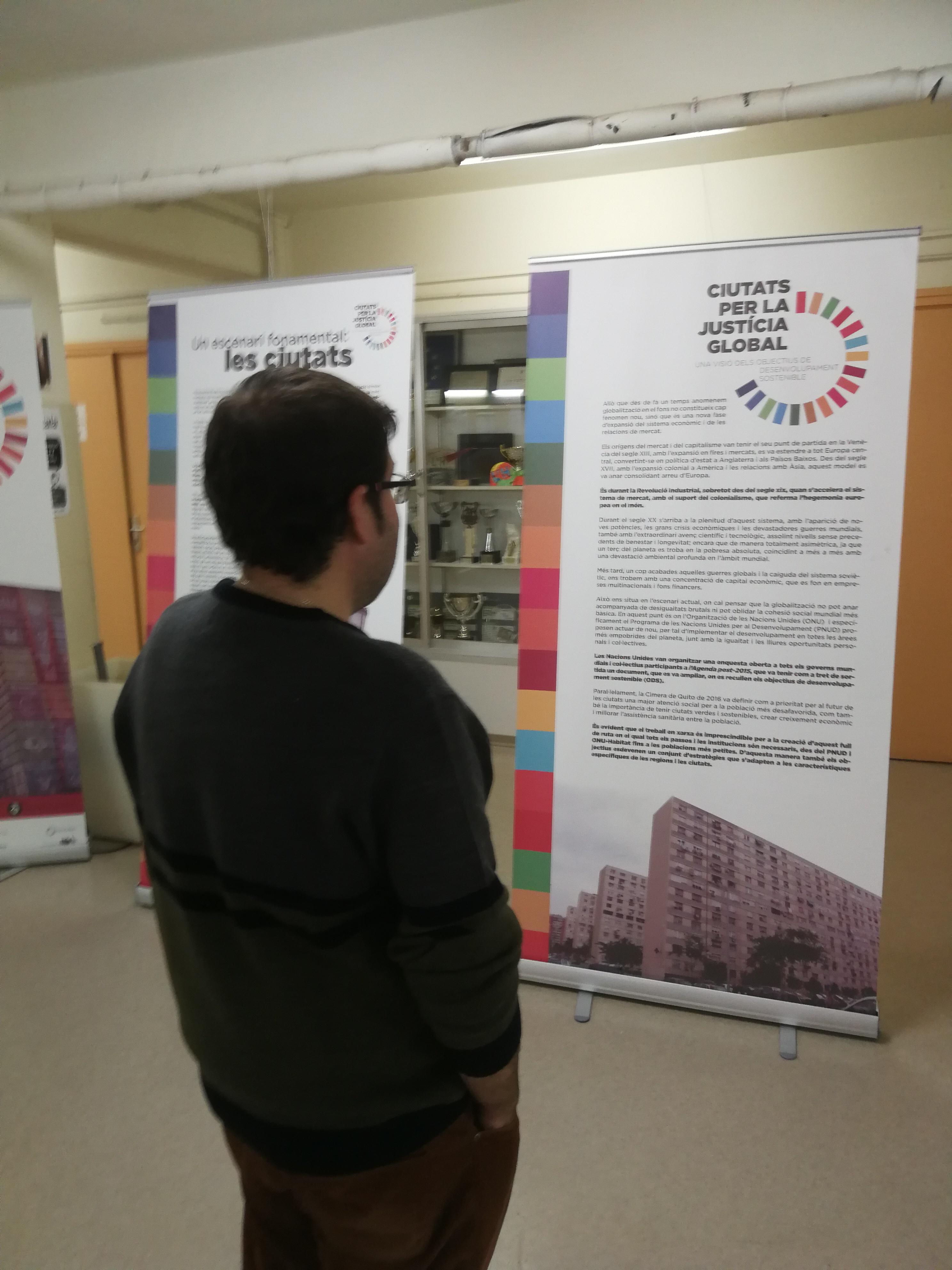 Exposició ODS al vestíbul de l'IES