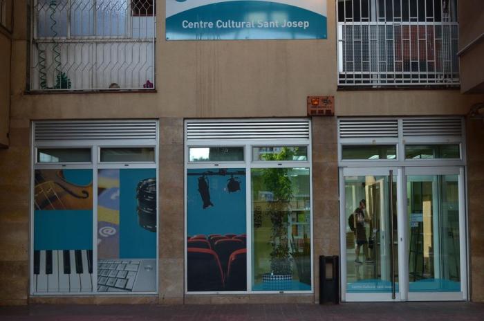 Entrada al Centre Cultural Sant Josep
