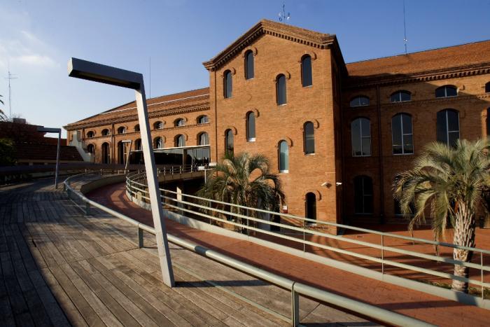 La façana de la Biblioteca Central Tecla Sala
