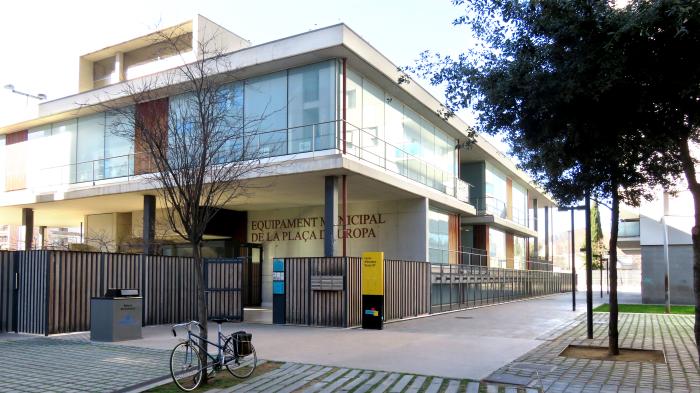 Entrada a la Biblioteca Plaza Europa
