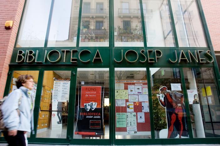 Entrada a la Biblioteca Josep Janés